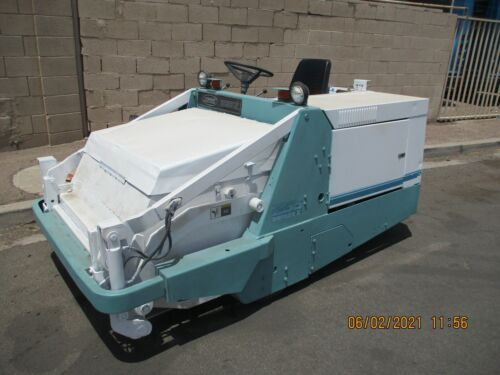 .TENNANT 255 STREET - PARKING LOT SWEEPER VERY NICE CONDITION