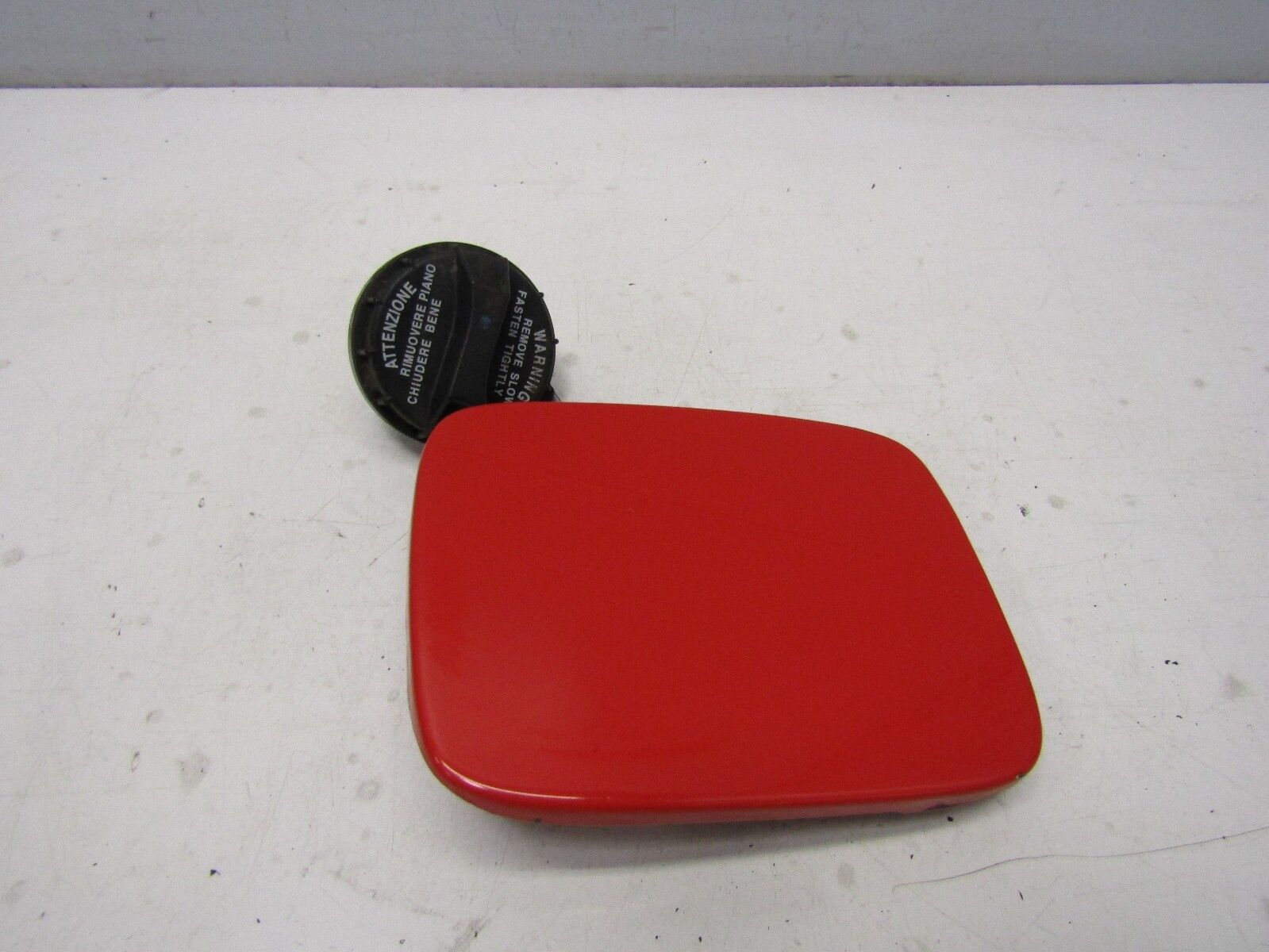 HYUNDAI I10 2008-11 FUEL FILLER FLAP & CAP (H4 ELECTRIC RED)               #0175