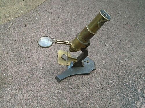 19TH CENTURY BRASS STUDENTS MICROSCOPE AND BOX