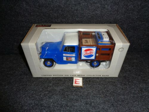 1953 WILLYS JEEP STAKE BED 1:25 PEPSI Die Cast SODA MACHINE Liberty Classics E