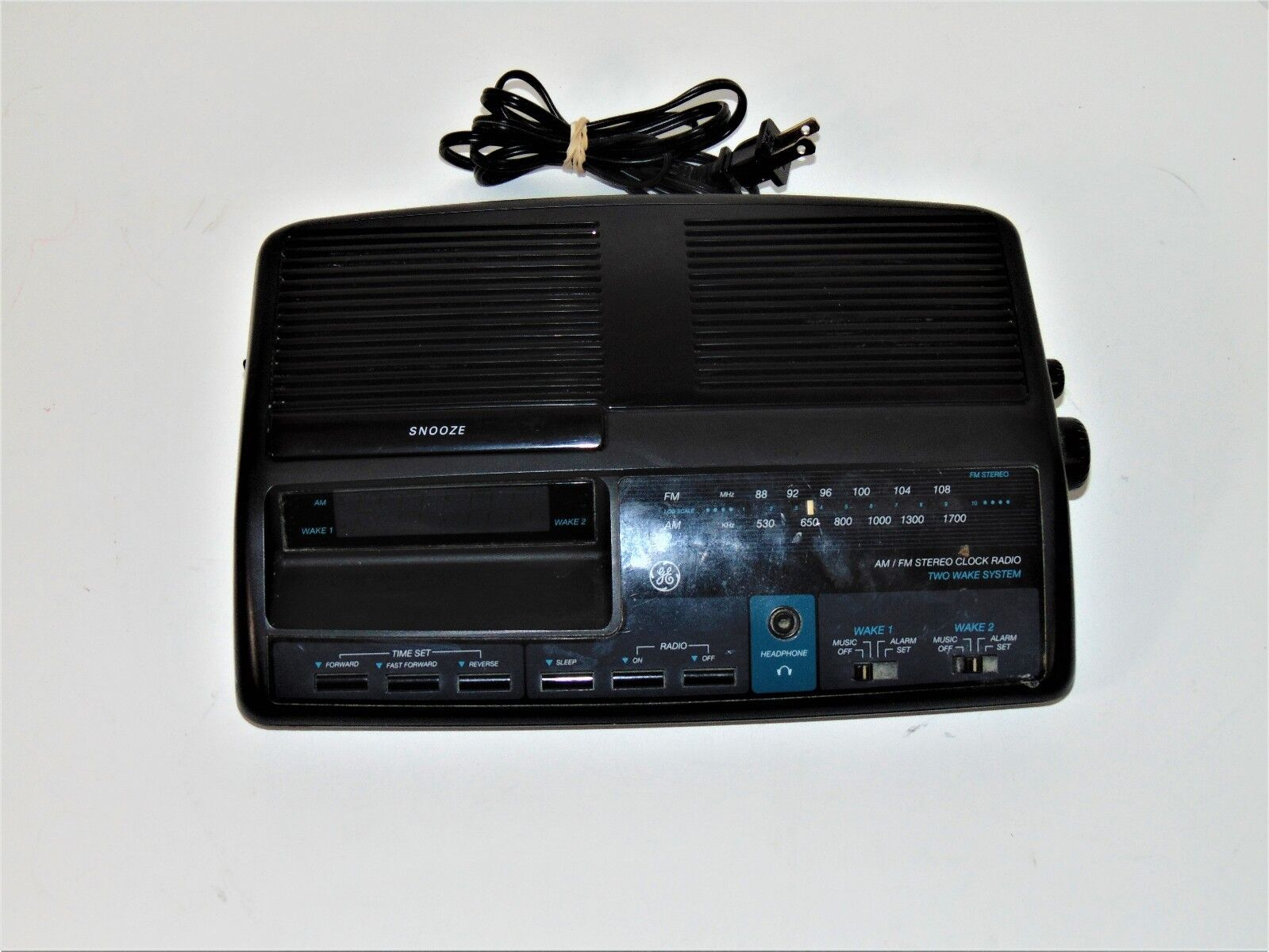 Vintage General Electric  AM/FM Duel Alarm Clock Radio Digital GE Model 7-4664A