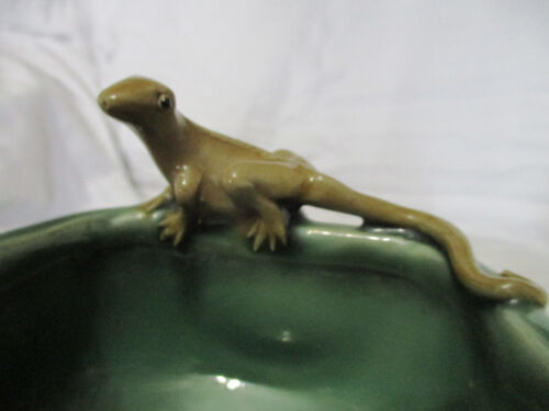 UNIQUE VINTAGE SMALL MAJOLICA LIZARD & LOTUS FLOWER OLD HEAVY POTTERY BOWL