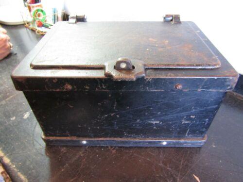 Rare ANTIQUE Cast Iron Strong BOX SAFE 1890s STAGECOACH Wagon WELLS FARGO. D213