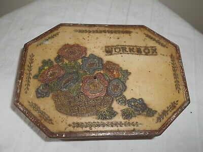 VINTAGE METAL TIN WITH BUTTONS INSIDE