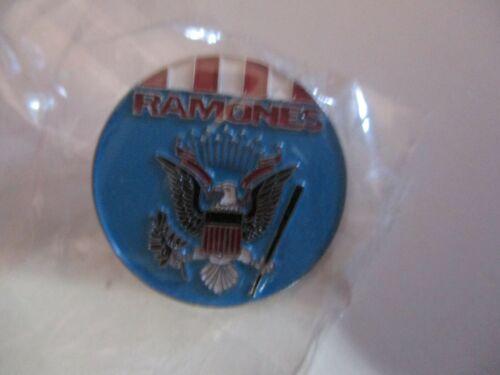 NIP THE RAMONES Presidential Seal Logo 1 Inch Round Pin Badge PUNK