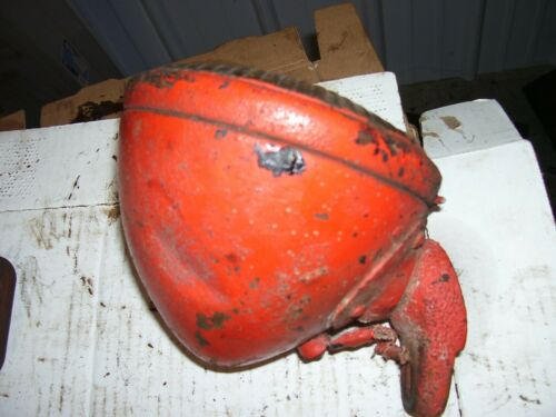 "VINTAGE JI CASE  SC TRACTOR - 5 1/2"" HEAD LIGHT & CAST BRACKET - 6 VOLT - WORKS"