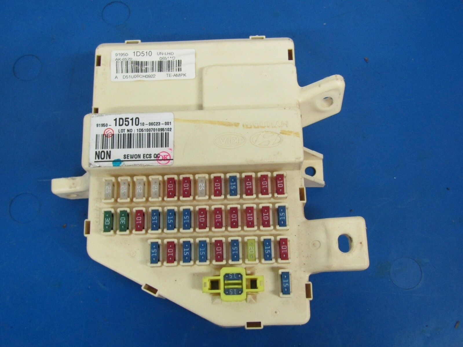 2007-2012 Kia Rondo OEM interior fuse box