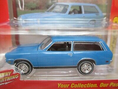 JOHNNY LIGHTNING - CLASSIC GOLD - 1972 CHEVROLET VEGA STATION WAGON - 1/64 Classic Station Wagon