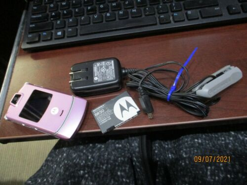 RAZR V3M Pink Flip Cell Phone Motorola 2 battery charger clip working Megapixel