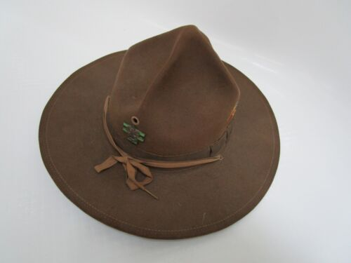 Vtg OFFICIAL BOY SCOUT BSA Wool Felt Scout Master Campaign Hat & Pins / Arrow