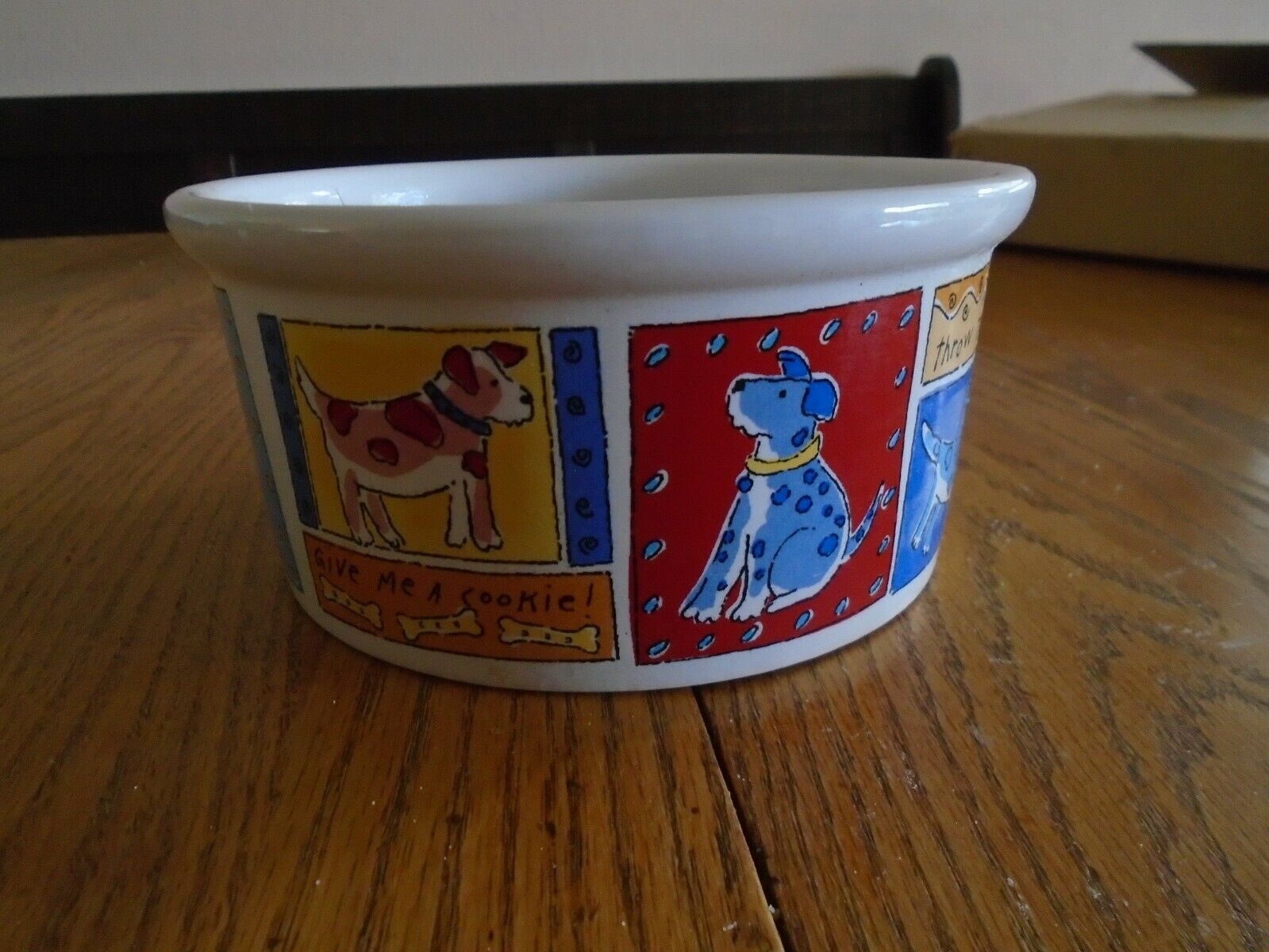 SIGNATURE Feed Me Dog Party Bowl Pet Food & Water Dishes By Riviera Van Beers