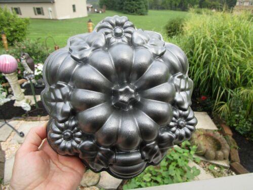 NORDIC WARE HARVEST PUMPKIN CAST ALUMINUM CAKE PAN ROUND FALL AUTUMN