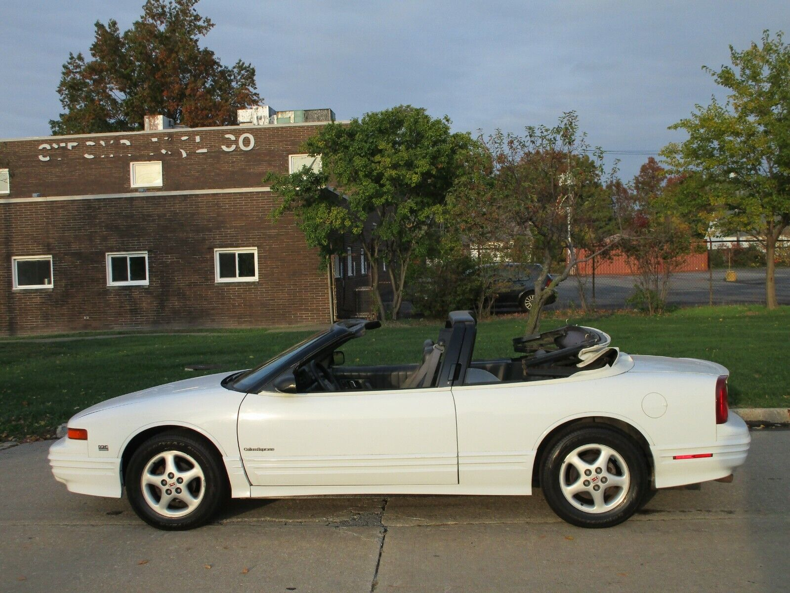 1993 Oldsmobile Cutlass Convertible - Auto - Air - Eye Catcher - Clean In & Out