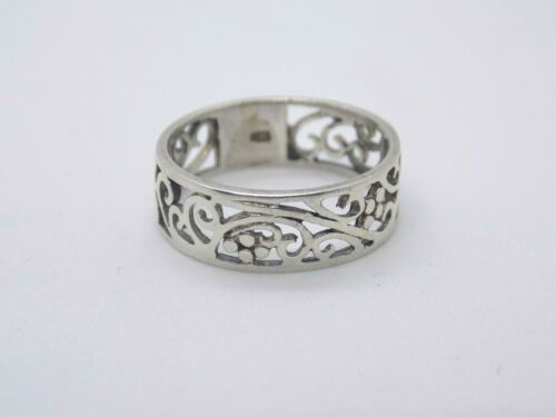 STERLING 925 SILVER VICTORIAN INSPIRED PATTERN BAND RING. SIZE O.