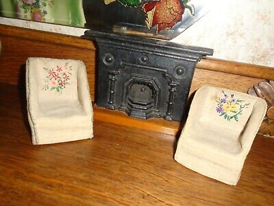 Vintage Dolls House - Fireplace & Armchairs