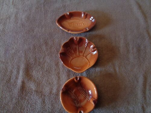 set of 3 Vtg sports ceramic ashtrays football baseball & baseball mitt/glove E5