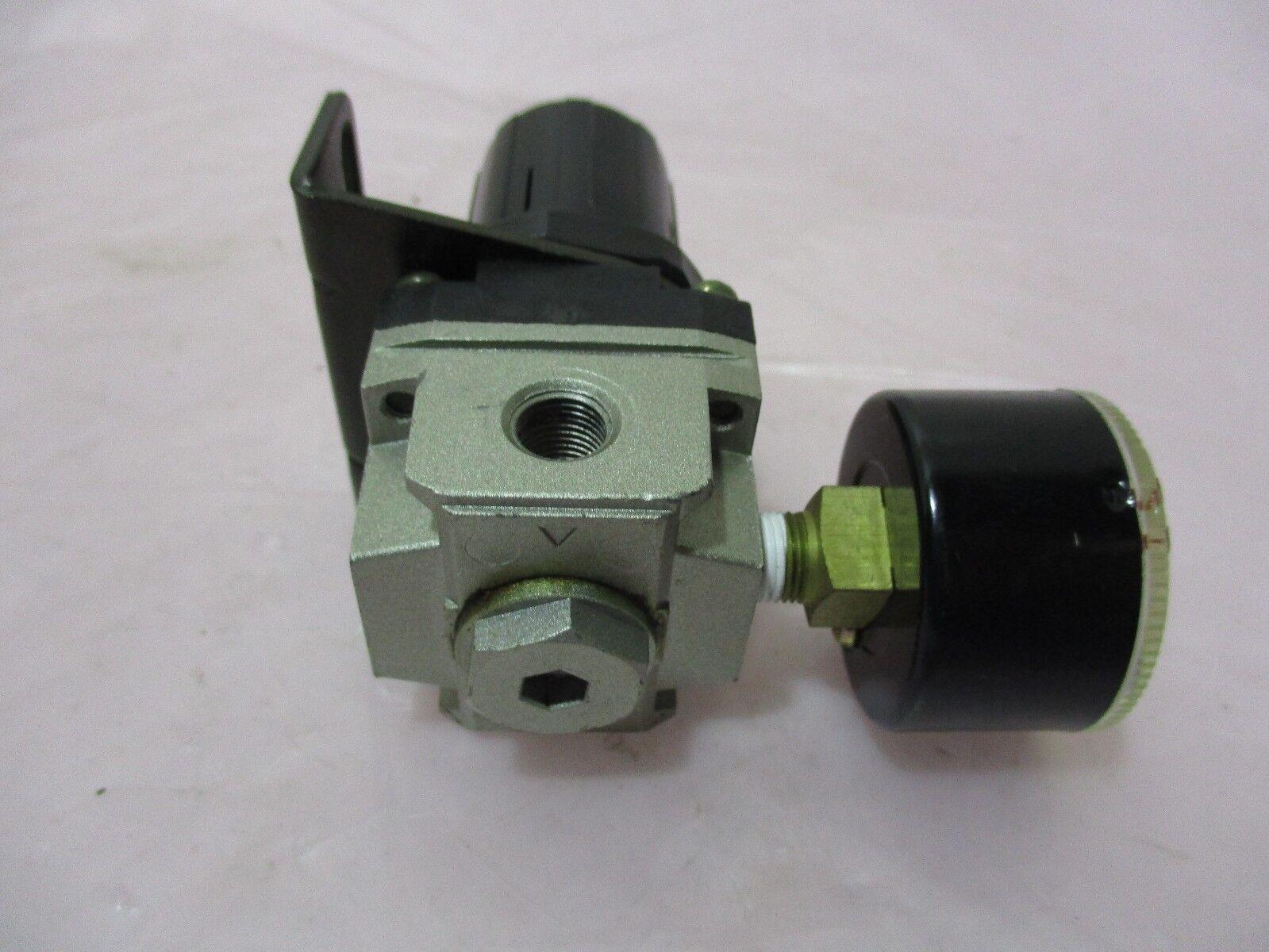 SMC AR2000, Air Regulator w/ Gauge, 420258