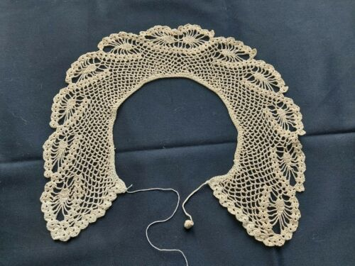 Antique Beautiful Vintage VICTORIAN Handmade Crocheted Lace Collar Beige