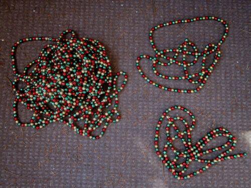 VINTAGE 65 FEET + BEADED CHRISTMAS TREE GARLAND RED GREEN GOLD XMAS DECORATION