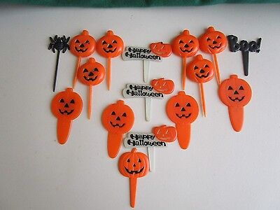 VINTAGE 16 HALLOWEEN PLASTIC SPIDER&PUMPKINS&OTHER, CAKE PICKS - Vintage Halloween Decorations Plastic