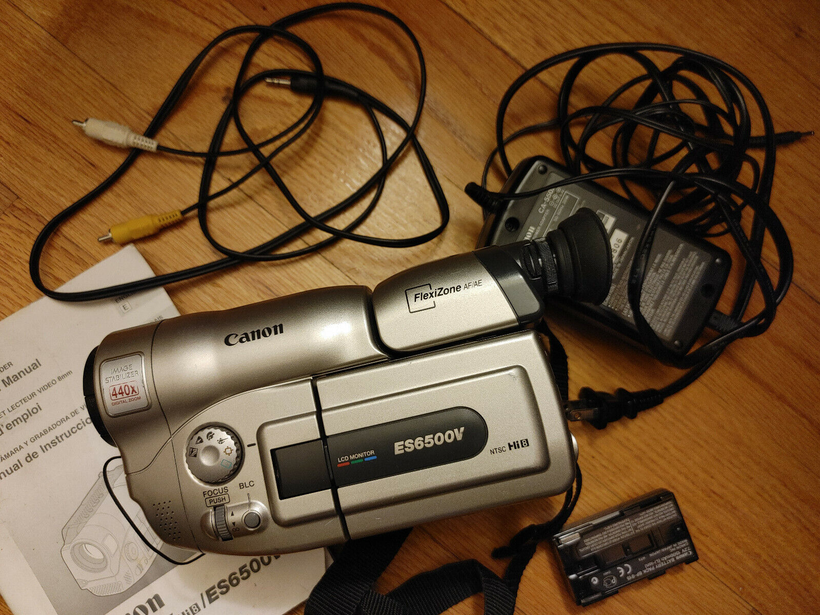Canon ES6500V Hi8 NTSC Camcorder With Battery, Charger, Manual, Cable.  - $105.00