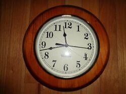 Vintage Westclox Quartz Wall Clock Wood Frame 10 Round