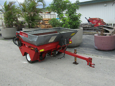Model 44507 Toro 2500 Top Dresser Self Contained Great Working Sand Spreader