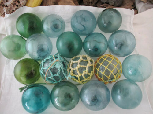 18 VINTAGE Japanese Glass floats <