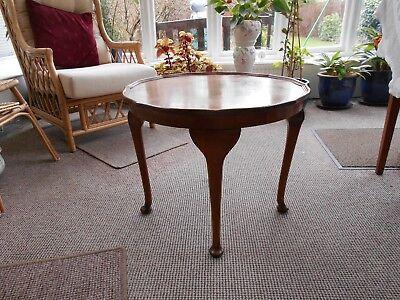 Vintage Antique 1920's Walnut Veneer Pie Crust Coffee Lamp Ocassional Table