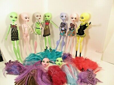 LOT OF MONSTER HIGH DOLLS  7 DOLLS  2 HEADS 9 WIGS  NO RESERVE!!   SEE PICS!!