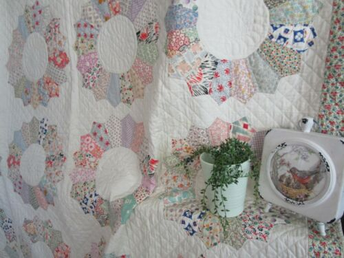 Vintage Dresden Plate QUILT, AMAZING EXPERT QUILTING, NEVER USED, 76 X 90, WOW
