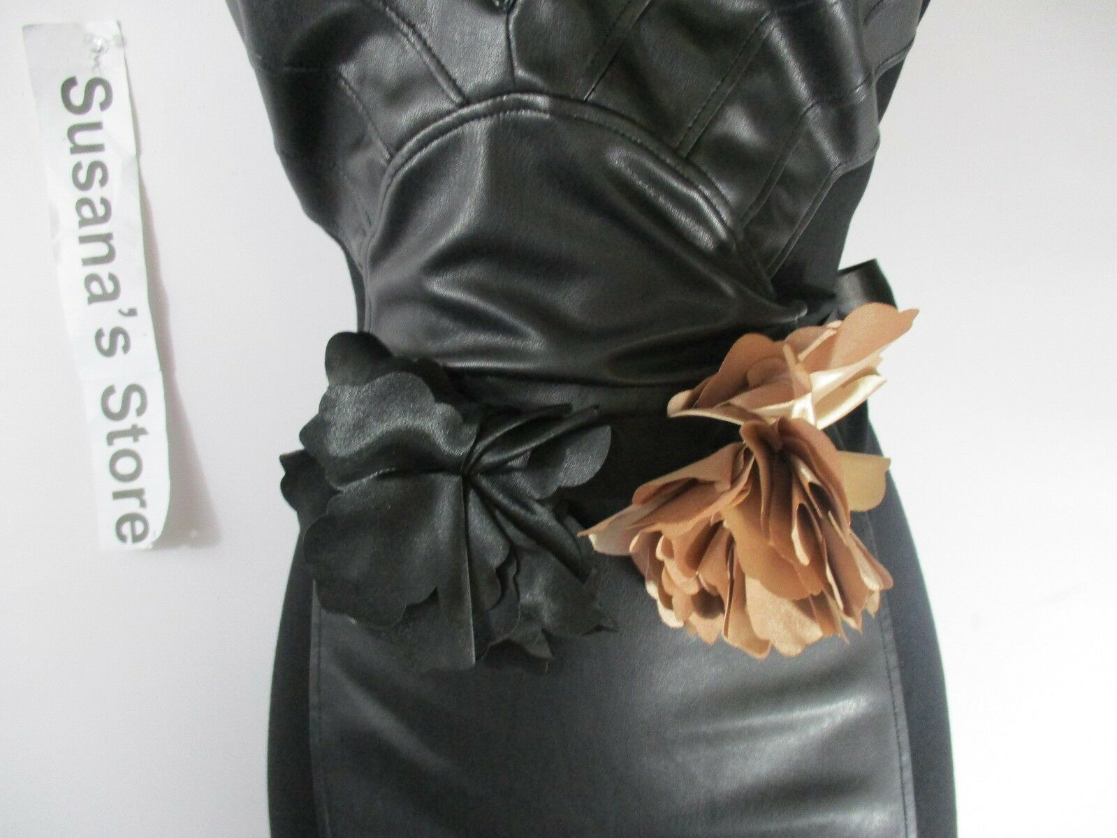 NEWPORT NEWS MULTI RIBBON FLOWER Belt SUPER CHIC WILL ACCESSORIZE ANY OUTFIT.