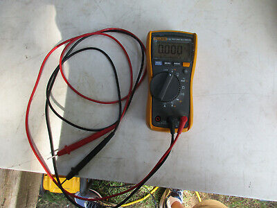 Fluke 115 Electrical Multimeter True Rms With Leads