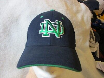 UNIVERSITY of NOTRE DAME FIGHTING IRISH ZEPHYR BRAND Z FIT SEWN LOGO HAT-CAP-M/L - Damen Spandex Cap
