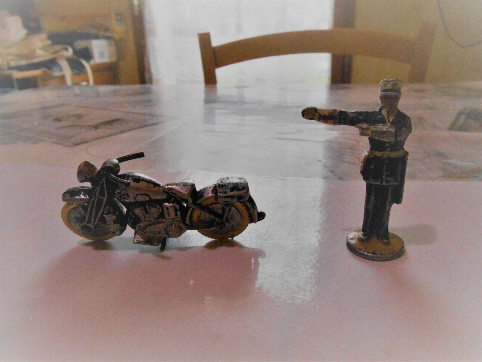 Vintage 2 objet en plomb figurine gendarme + moto