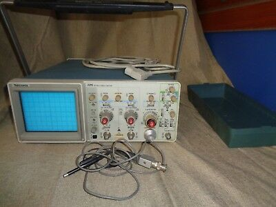 Vintage Tektronix Model 2215 Analog Oscilloscope 60mhz