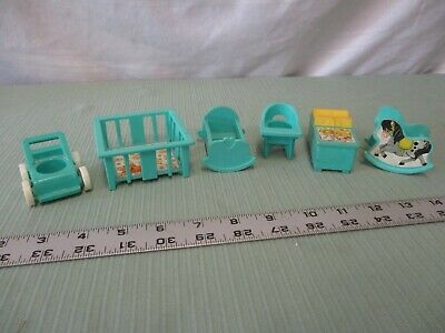Fisher Price Little People Play Family 952 Nursery Decorator Set Pick 1 part blu