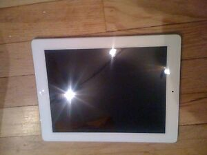 Apple-iPad-2-16GB-Wi-Fi-9-7in-White-Bundled-with-magnetic-Cover