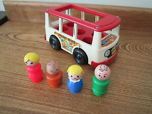 VTG-Fisher-Price-Little-People-Mini-Bus-4-Figures-141-Dog-Mom-Dad-boy-red-bus