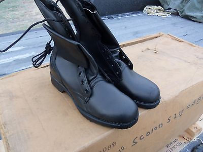 SIZE  8  MILITARY LEATHER COMBAT BOOTS  MILITARY  SURPLUS  NEW OLD STOCK