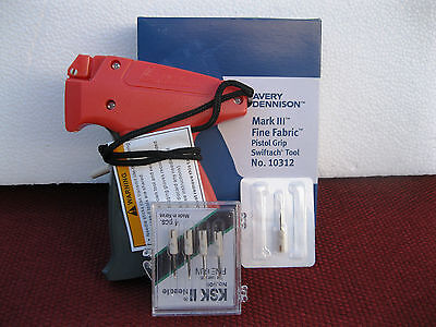 Avery Dennison Fine Clothing Price Tagging Gun Plus 4 Extra Needle