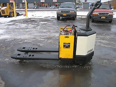 2003 CROWN FORKLIFT ELECTRIC 6000#  WALK BEHIND JACK 48