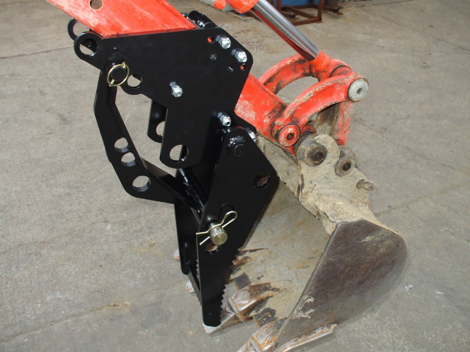 how to use a 4 in 1 on a backhoe
