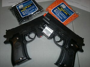 2-Airsoft-BB-Guns-w-Laser-Pointer-Flashlight-over-2000-BB-and-3-Targets