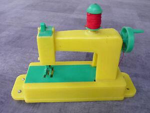 Ancien jouet machine a coudre en plastqiue brevete sgdg for Machine a coudre king jouet