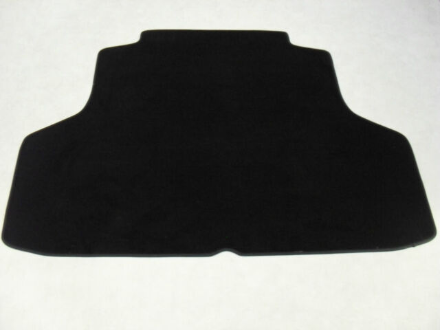 Vauxhall Insignia 2008-on Tailored Hatchback Boot Mat in Black