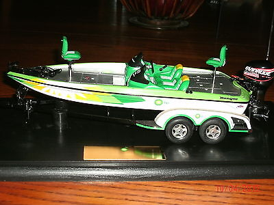 FLW Diecast BP Ranger Bass Boat 1:24 Scale +Display Case-Boat Trailer-Motor-MIB