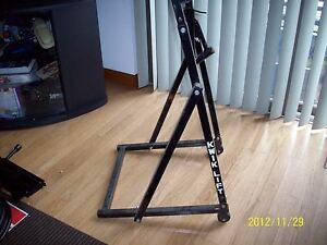 kwik lift motorcycle lift and stand honda yamaha suzuki kawasaki dirt bike etc ebay. Black Bedroom Furniture Sets. Home Design Ideas