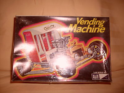 VERY RARE MPC COCA COLA VENDING MACHINE 1/25 SCALE KIT  NEW IN BOX