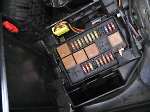 jaguar vanden plas trunk fuse box xj8 1998 99 00 01 02 2003. Black Bedroom Furniture Sets. Home Design Ideas